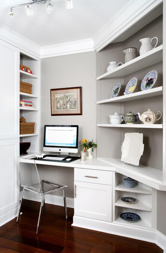 Avec la table d'angle intégrée, vous pouvez combiner de manière transparente le lieu de travail avec le reste du salon sans surcharger la pièce