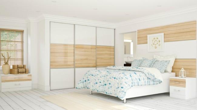 Les matériaux de l'extérieur de l'armoire reprennent le reste de la décoration de la chambre.