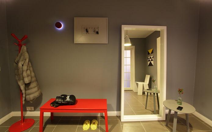 miroir de sol à l'intérieur du couloir