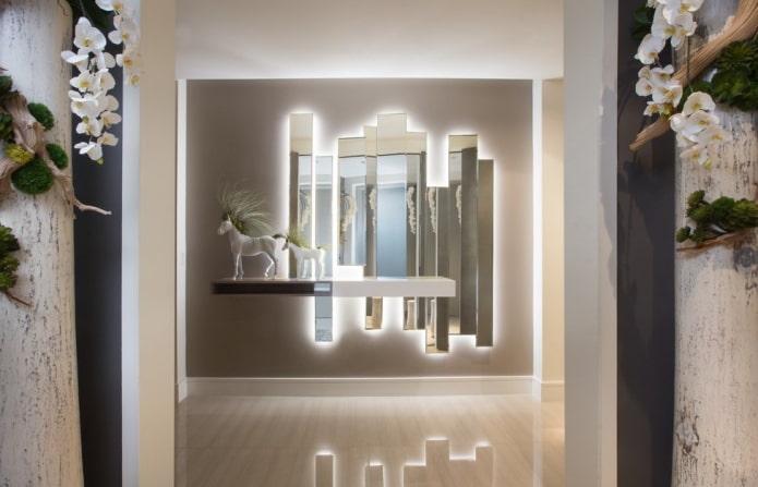 panneau miroir à l'intérieur du couloir
