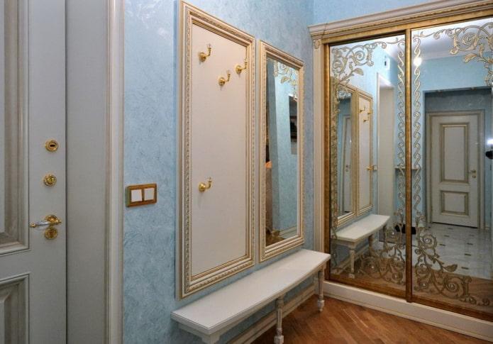 miroir avec impression photo à l'intérieur du couloir