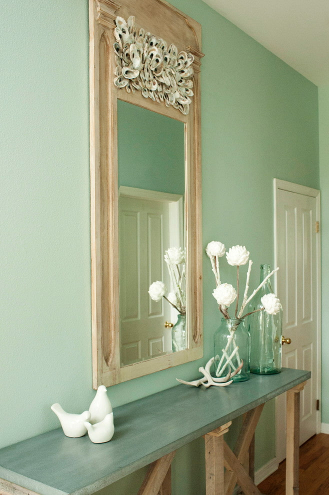 miroirs de décoration à l'intérieur du couloir