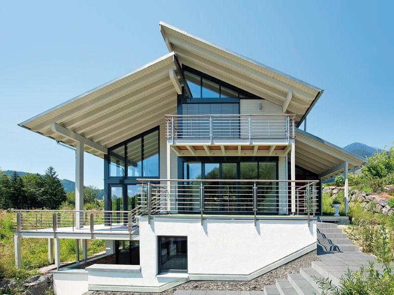 maison privée avec fenêtres panoramiques