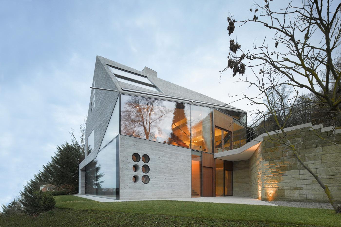maison insolite avec fenêtres panoramiques