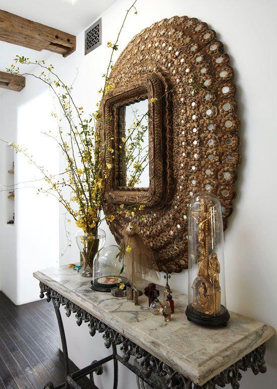 Petit miroir dans un cadre décoratif