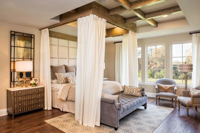 Cadre en bois au plafond pour la verrière