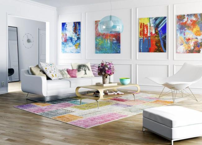 L'abstraction lumineuse est parfaite pour un intérieur blanc comme neige.