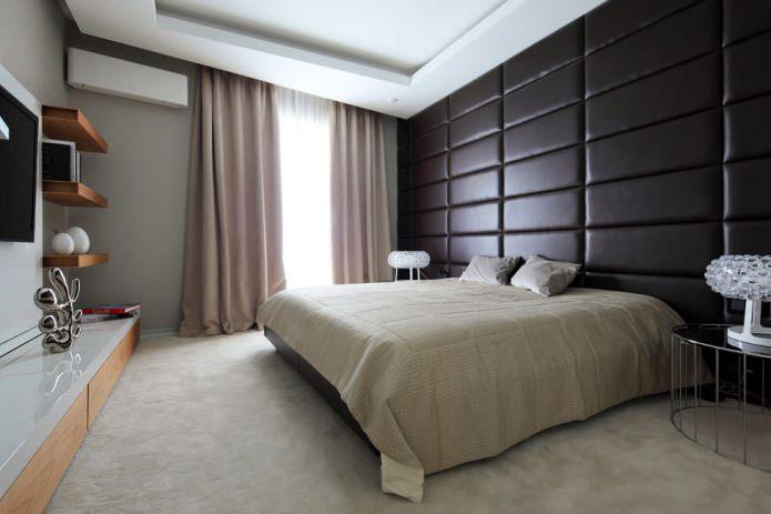Panneaux en cuir dans la chambre