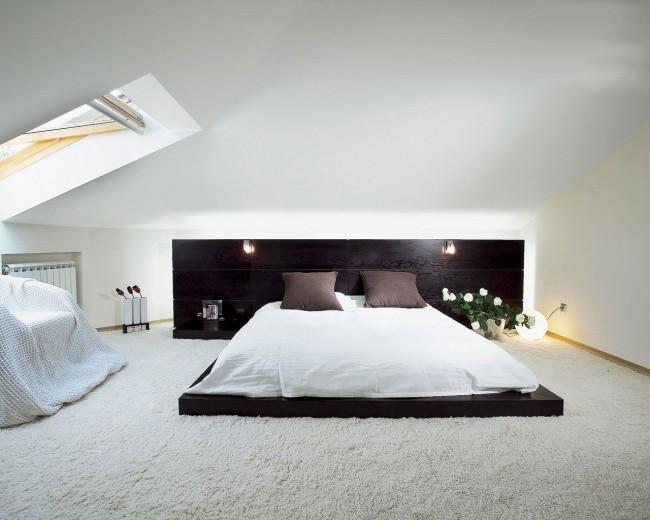 Chambre minimaliste élégante avec lit podium bas
