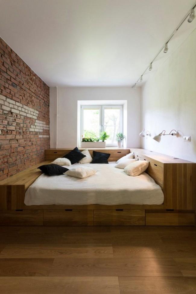 Idée : disposer le système de rangement sous le lit de manière à ce que le matelas soit bien plus bas que les côtés