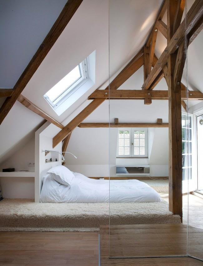 Lit podium minimaliste dans une ambiance loft cosy