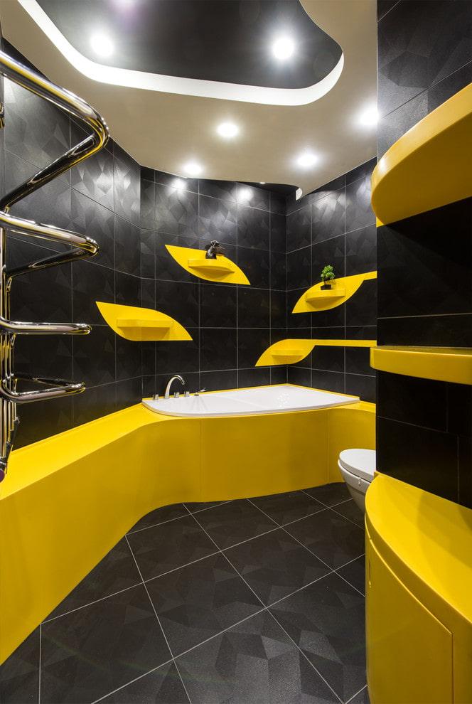 plafond en plaques de plâtre à l'intérieur de la salle de bain