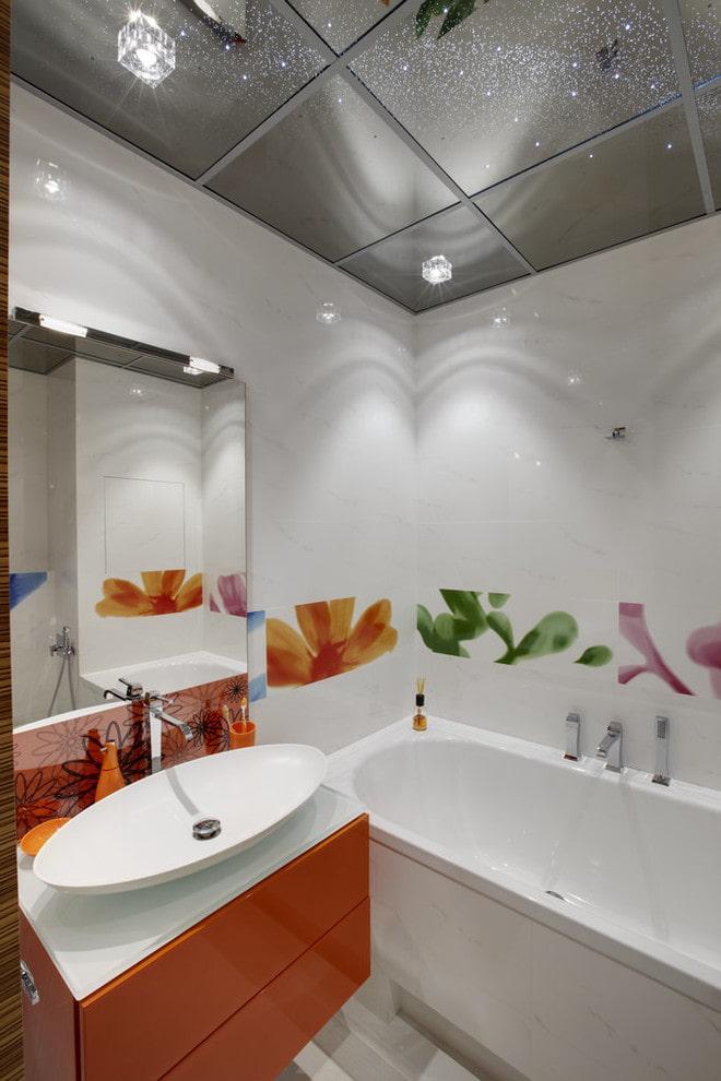 plafond de cassette à l'intérieur de la salle de bain