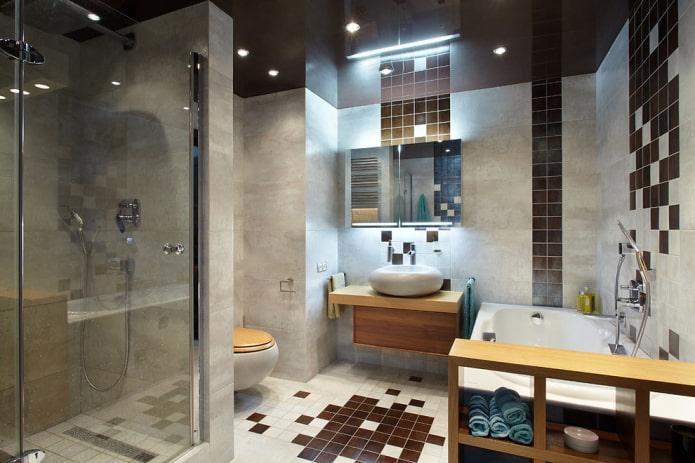 surface de plafond brillante dans la salle de bain