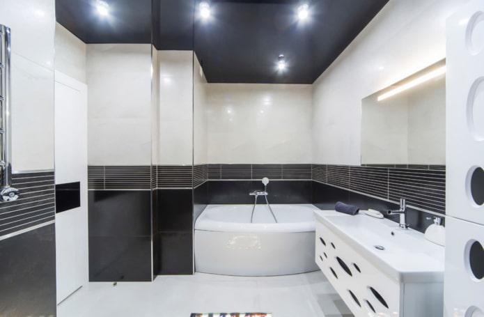 plafond noir à l'intérieur de la salle de bain