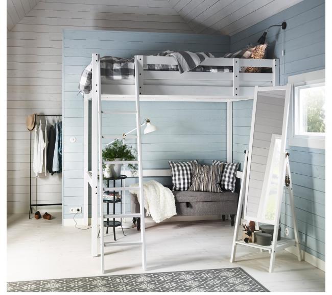 Un lieu de détente peut être organisé sous un tel lit.