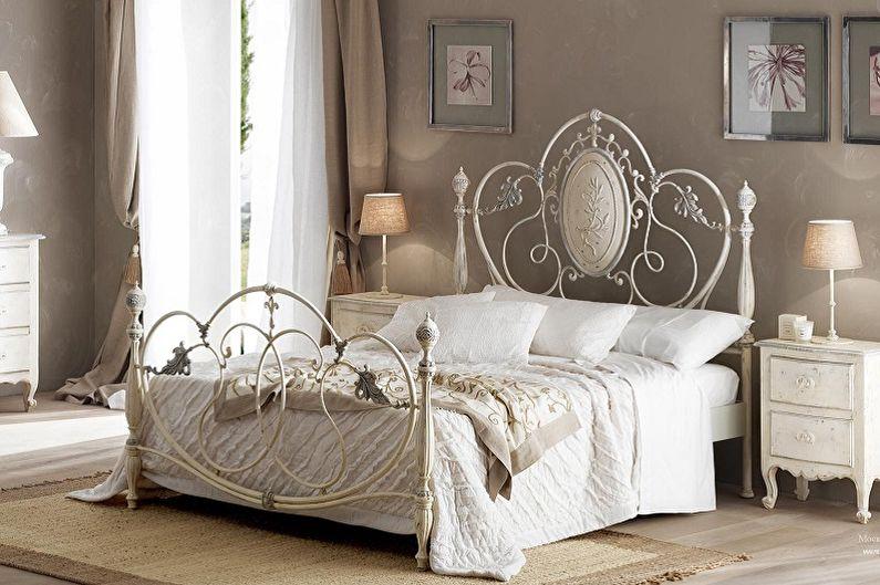 Types de lits en fer forgé dans différents styles - Provence