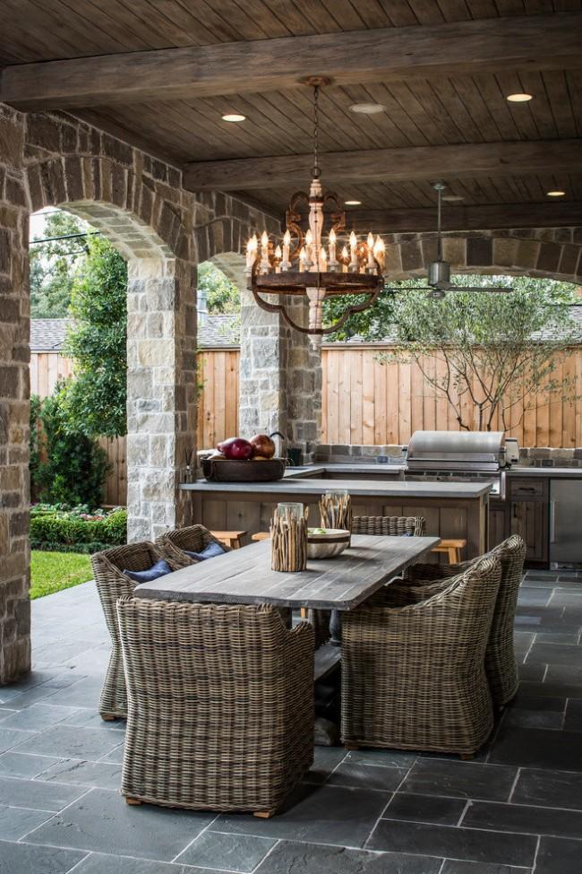 Espace barbecue dans la conception d'une cuisine d'été de style classique
