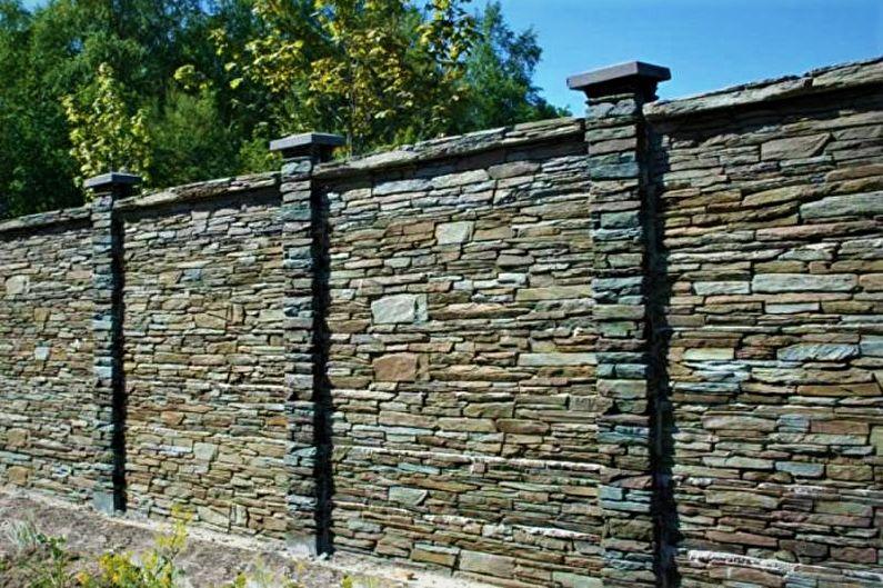 Clôture en pierre pour une maison privée - photo