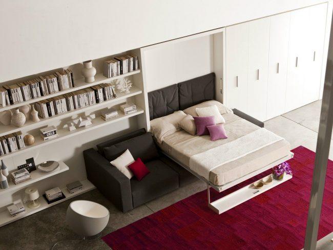 Transformateur armoire-lit avec un canapé, c'est idéal pour les petits appartements