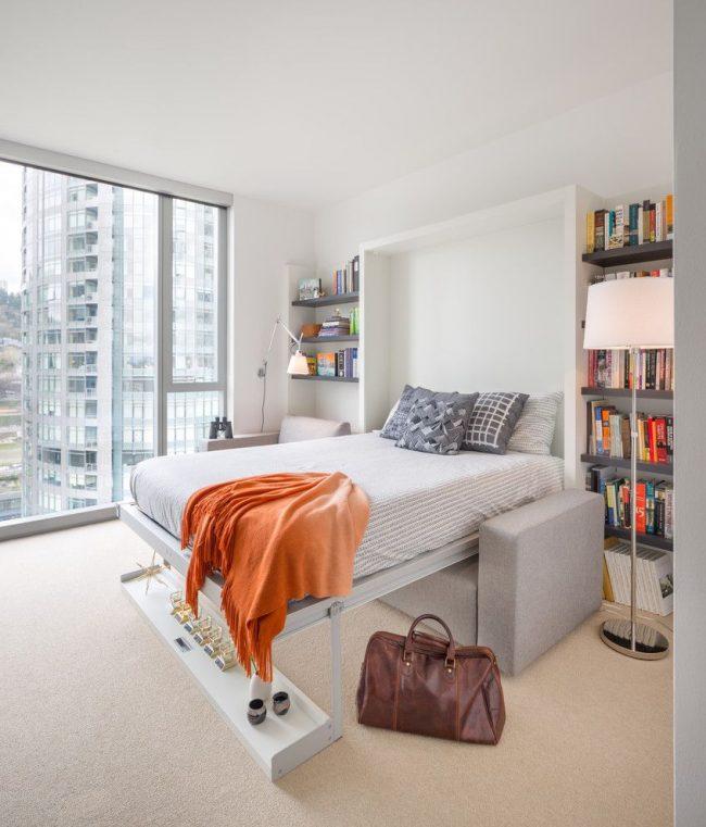 Petit lit convertible dans un intérieur moderne