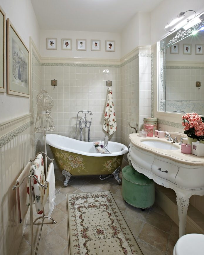 motif floral de salle de bain peint