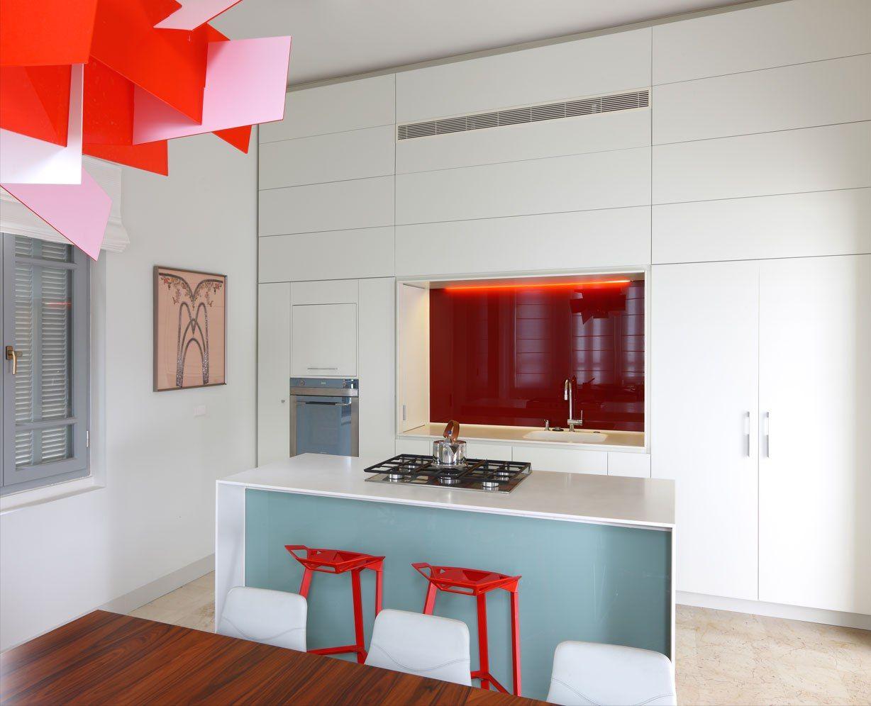 Le minimalisme ne nie pas la présence de détails contrastés brillants