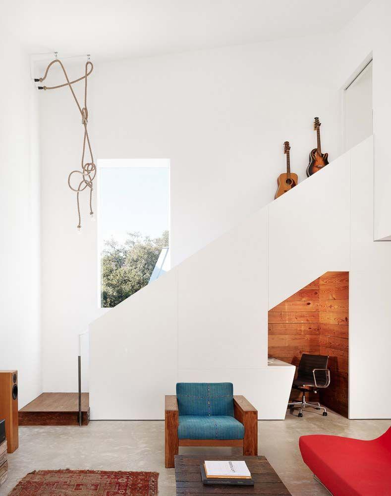 Dans le minimalisme, il n'y a pas de décor inutile - tout est strict et sobre.