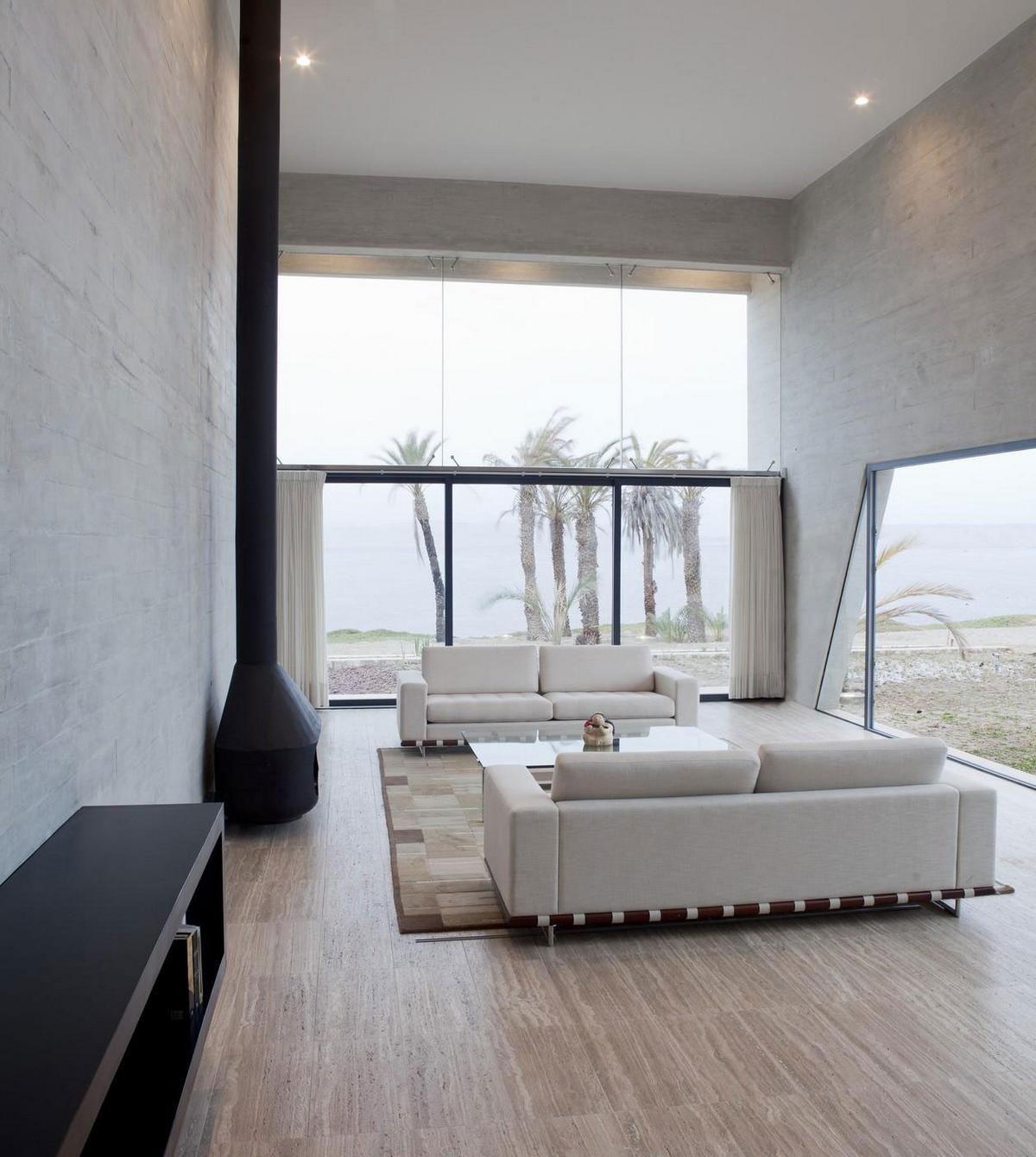Salon avec cheminée dans le style du minimalisme