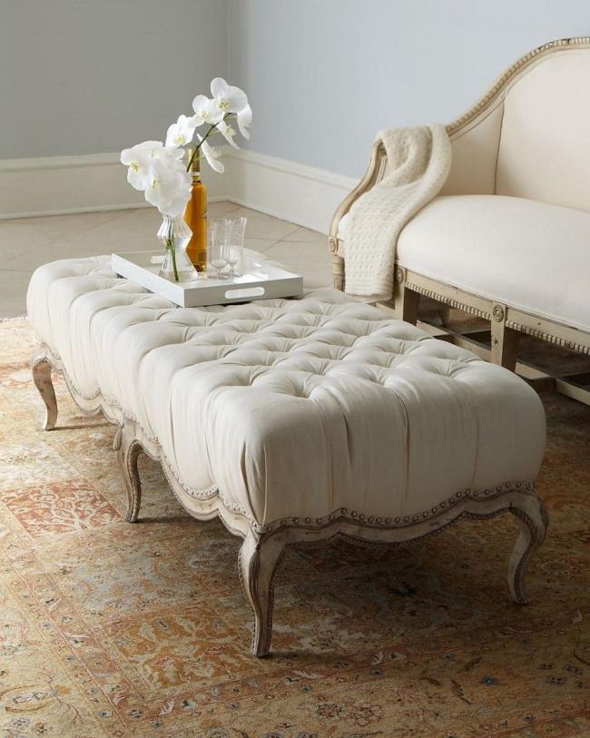 Un pouf est un meuble confortable, élégant et fonctionnel qui s'intégrera parfaitement dans n'importe quel intérieur