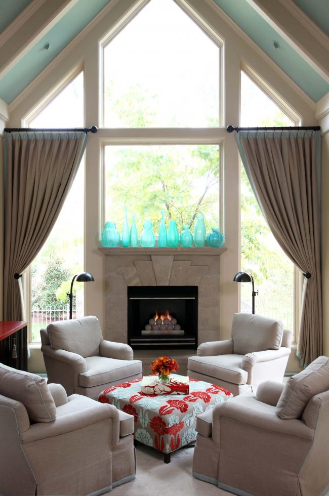 Table confortable avec un motif lumineux