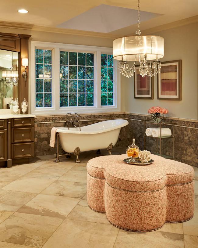 Une décoration de salle de bain intéressante et pratique