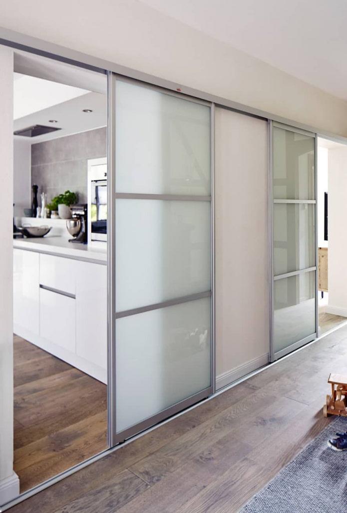 portes de compartiment en verre à l'intérieur