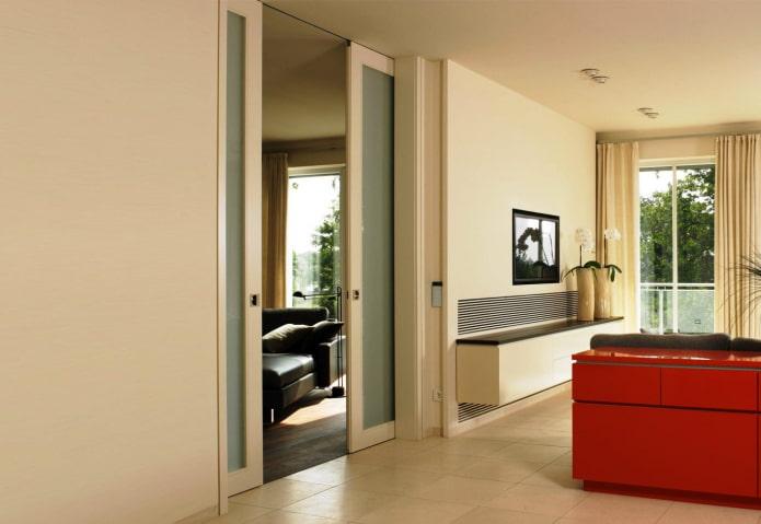 portes de compartiment dans le mur à l'intérieur