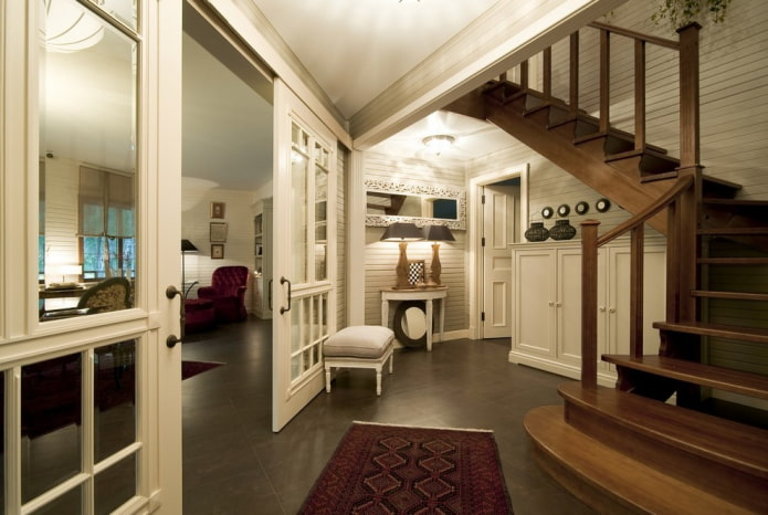 portes de compartiment à l'intérieur du couloir