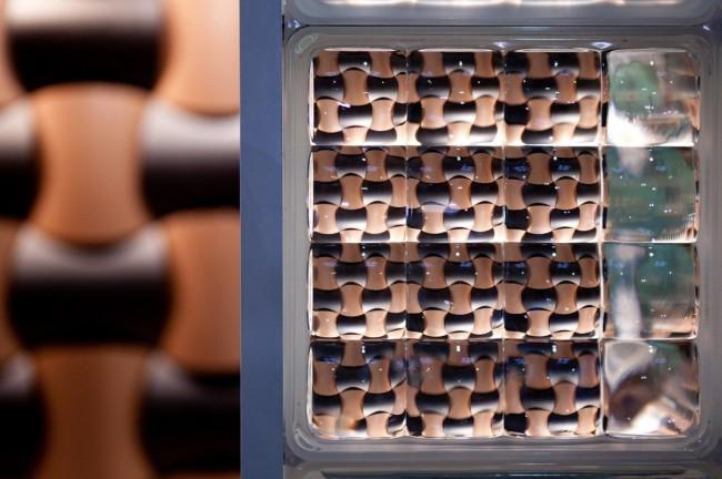 Grâce au vaste assortiment de formes et de couleurs, les briques de verre redeviennent très populaires.