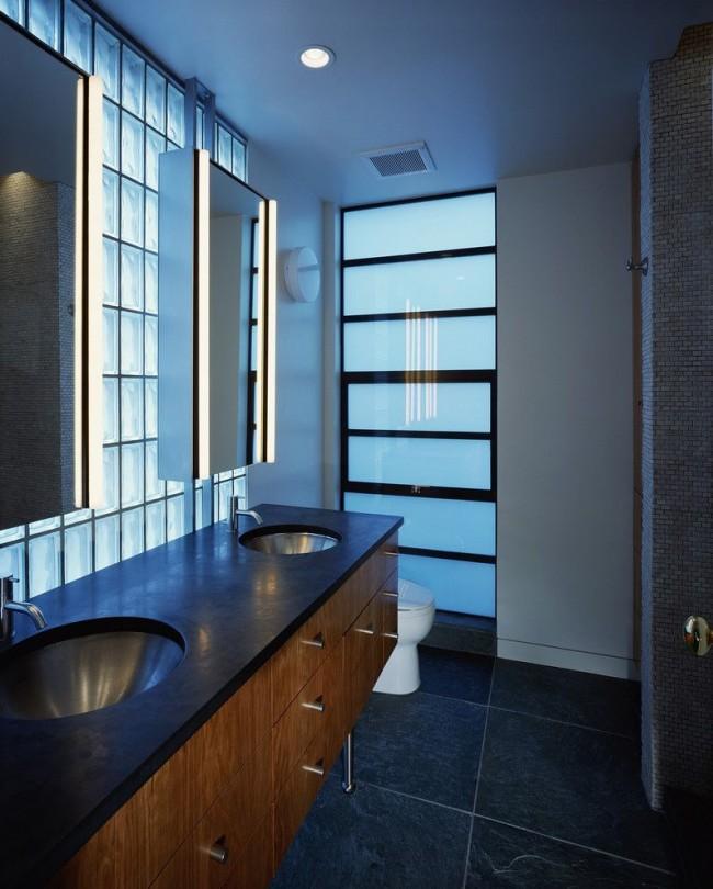 Blocs de verre à l'intérieur de la salle de bain