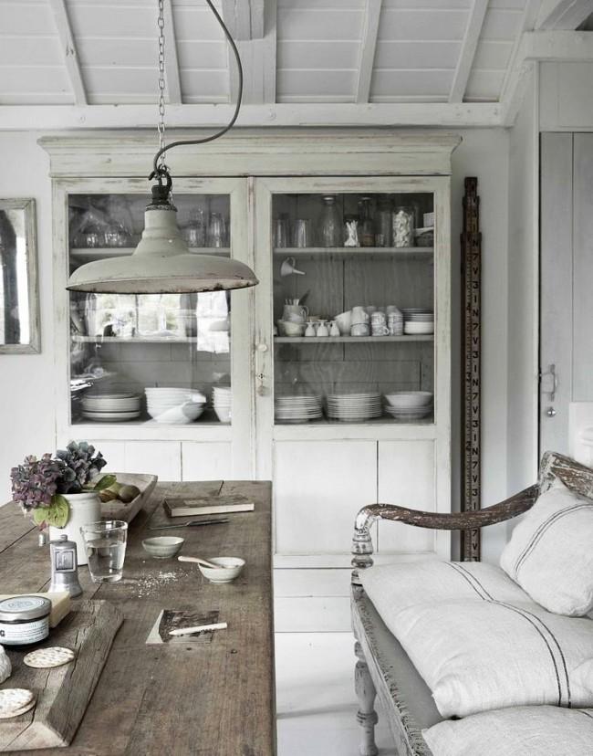Les meubles de l'intérieur provençal jouent non seulement un rôle fonctionnel, mais aussi décoratif.