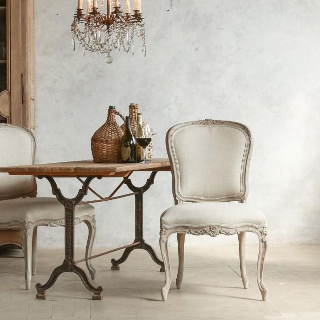 La Provence aime toutes les manifestations de l'antiquité - meubles miteux, surfaces de matériaux spécialement vieillis et objets de décoration antiques