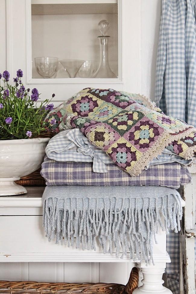 Les rideaux et les textiles jouent un rôle important dans la création du style provençal