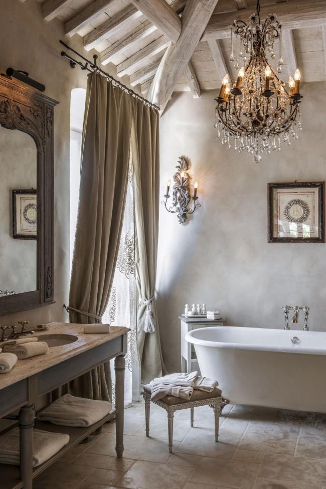 Les intérieurs provençaux sont frais et légers, emplis de la pureté et de la simplicité de la vie rurale