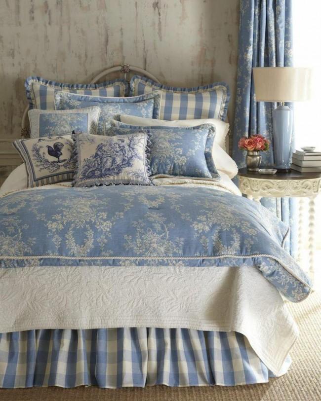 Le coton, le lin et le chintz unis sont les tissus les plus répandus en Provence française.