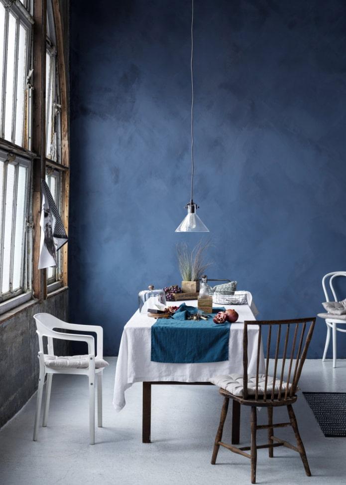 plâtre bleu à l'intérieur de la salle à manger