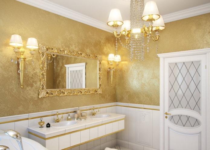 plâtre doré à l'intérieur de la salle de bain
