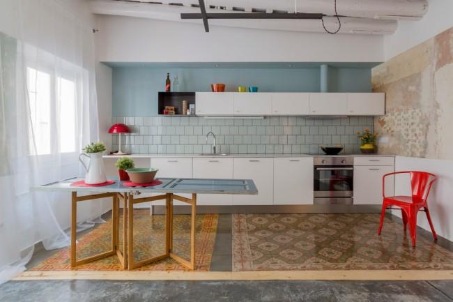 Tulle léger transparent pour une transmission maximale de la lumière dans une cuisine avec une petite fenêtre