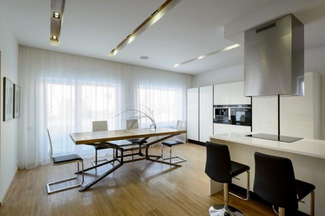Les rideaux en tulle à motifs peuvent être fabriqués sur commande pour n'importe quelle taille de fenêtre