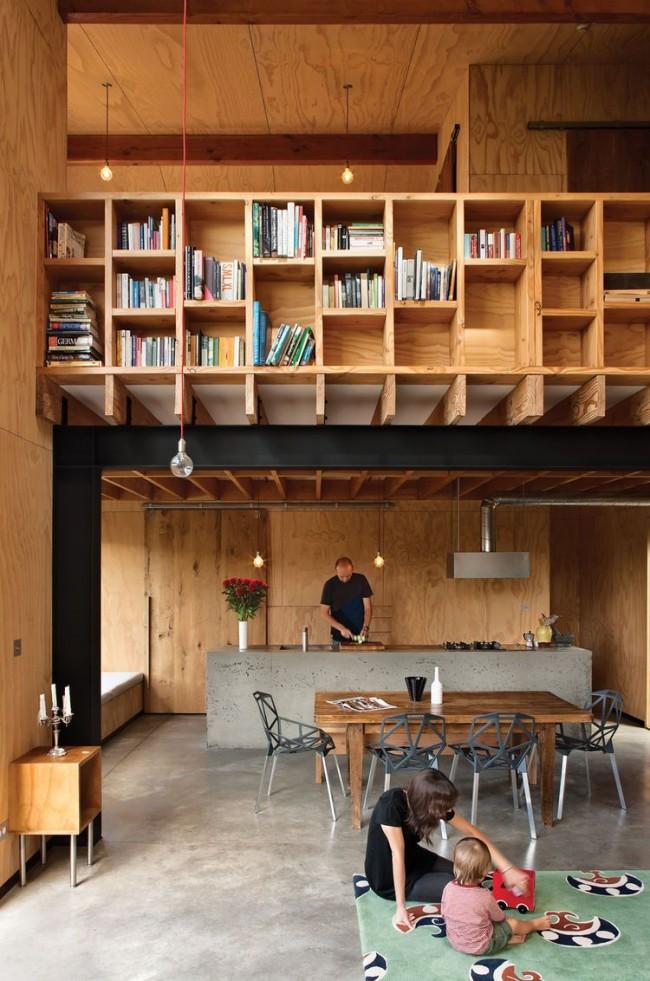 Mezzanine pour ranger des livres dans un intérieur éco-style