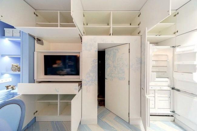Mezzanine, divisée à l'intérieur par de petites cloisons
