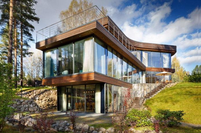 maison avec fenêtres panoramiques de style high-tech