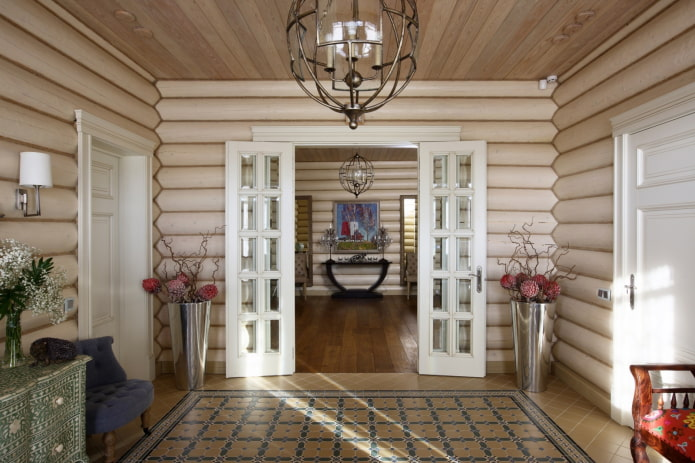 conception de couloir à l'intérieur d'une maison en rondins